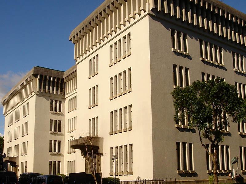 信實公司於107年11月01日起續接外交部辦公大樓及所屬單位環境美化及清潔衛生維護委外案