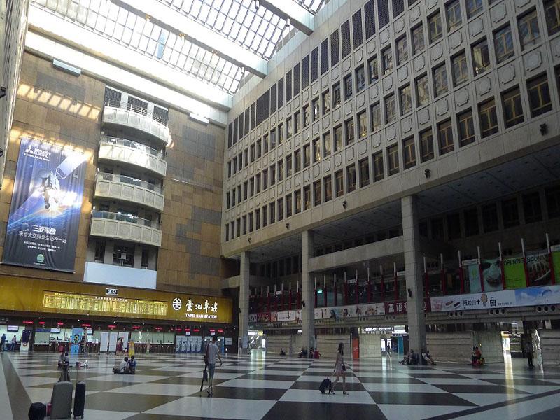 信實公司承接交通部臺灣鐵路管理局臺北車站清潔維護服務案