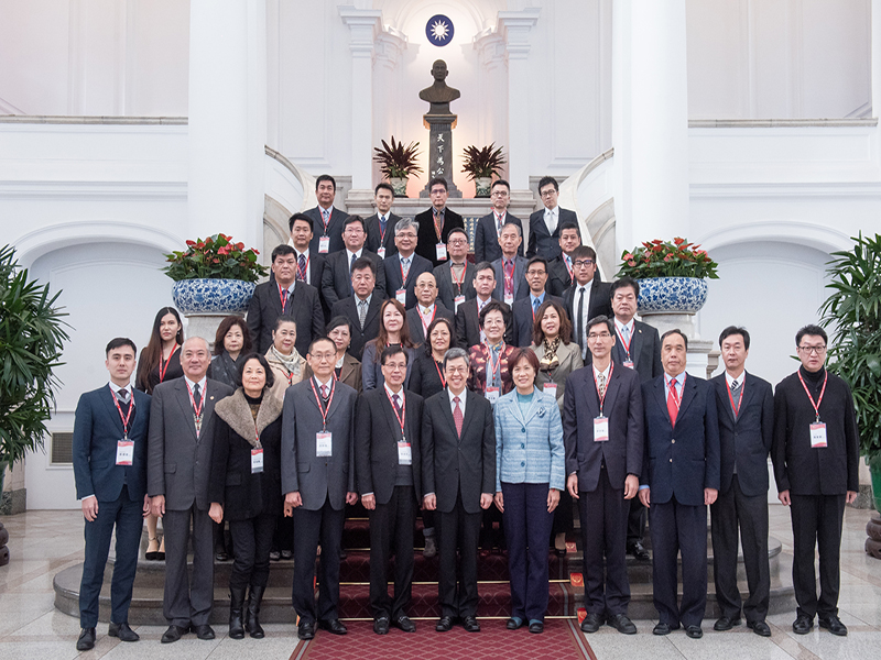 陳建仁副總統於106年1月11日接見本公司楊總經理以及『台灣誠信品牌』認證暨「第18屆國家建築金獎」獲獎單位代表