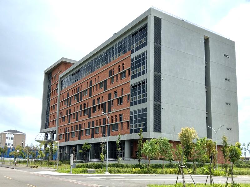 信實公司於109年2月15日起承接新竹科學工業園區管理局109-110年度宜蘭園區標準廠房保全駐衛、櫃台行政暨清潔維護作業案